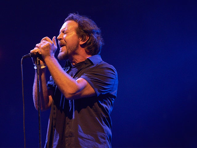 2014-XEC-Pearl-Jam-Photo-Gallery-13_640x480_Main.jpg